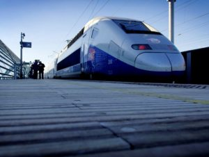 img_presse_tgv_duplex_avignon_quai_alstom_transport__toma_-_c_sasso_01-09-2014_0